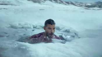 Coors Light TV Spot, \'Backyard Ice Hole\' [Spanish]