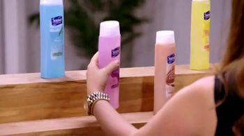 Suave Essentials Body Wash TV Spot, 'Art Exhibit' - Thumbnail 8