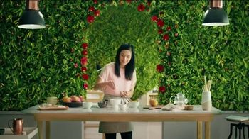 Pure Leaf Mango Hibiscus Herbal Ice Tea TV Spot, 'Blooming With Flavor' - Thumbnail 4
