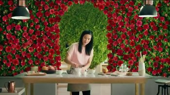 Pure Leaf Mango Hibiscus Herbal Ice Tea TV Spot, 'Blooming With Flavor'