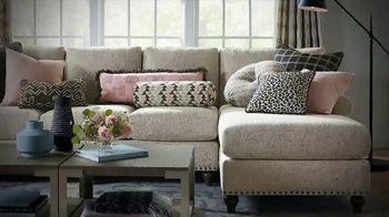 Bassett Martin Luther King Sale TV Spot, 'HGTV Home Design Studio: Custom Furniture' - Thumbnail 7