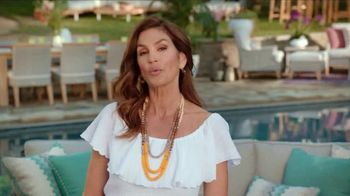 Rooms to Go Outdoor TV Spot, 'Exciting News' Featuring Cindy Crawford