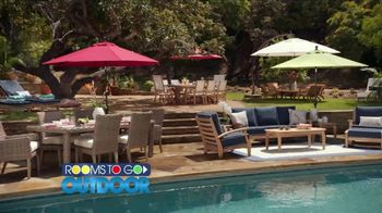 Rooms to Go Outdoor TV Spot, 'Exciting News' Featuring Cindy Crawford - Thumbnail 4