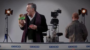 GEICO TV Spot, 'Animal Planet: Directing the Puppy Bowl Easy' - Thumbnail 9