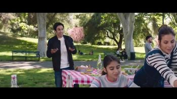 Verizon TV Spot, 'Family Sunday: Apple Music incluido' con Luis Gerardo Méndez [Spanish] - Thumbnail 1