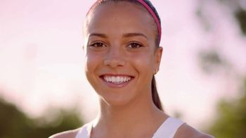 Neutrogena Oil-Free Acne Wash TV Spot, 'Fight Acne With Pink Power' Featuring Mallory Pugh - Thumbnail 7