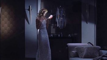 Versace Bright Crystal TV Spot, 'Brilla' con Candice Swanepoel [Spanish] - Thumbnail 1