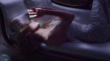 Versace Bright Crystal TV Spot, 'Brilla' con Candice Swanepoel [Spanish] - Thumbnail 4