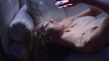 Versace Bright Crystal TV Spot, 'Show Me: Gift Set' Featuring Candice Swanepoel - Thumbnail 4