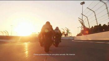 CoverGirl LashBlast Volume Mascara TV Spot, 'Mundo de hombres' con Shelina Moreda, canción de Peaches [Spanish] - Thumbnail 4