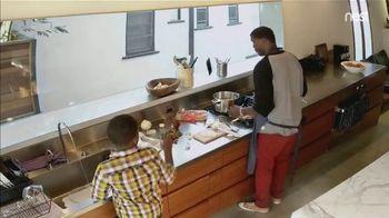 Google Home Hub TV Spot, 'Cooking: $129' Song by Benny Goodman - Thumbnail 4