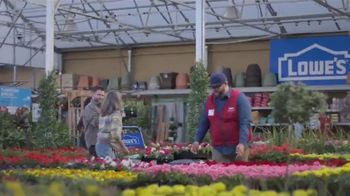 Lowe's Spring Black Friday Sale TV Spot, 'A Step Ahead of Spring' - Thumbnail 6