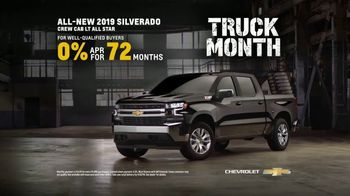Chevrolet Truck Month TV Spot, 'Auto Show: Check Them Out' [T2] - Thumbnail 8