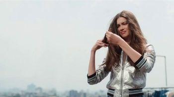 Garnier Fructis Sleek & Shine TV Spot, 'Super Sleek' Song by Bruno Mars - Thumbnail 1