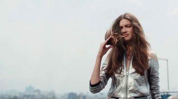 Garnier Fructis Sleek & Shine TV Spot, 'Super Sleek' Song by Bruno Mars - Thumbnail 2