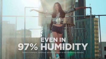 Garnier Fructis Sleek & Shine TV Spot, 'Super Sleek' Song by Bruno Mars - Thumbnail 7