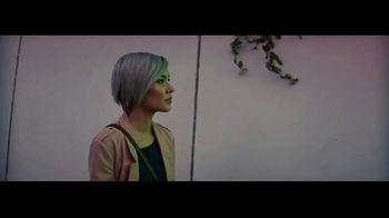 GoDaddy TV Spot, 'No es ni blanco ni negro' con Ayesha Curry, Lyn Slater [Spanish] - Thumbnail 2