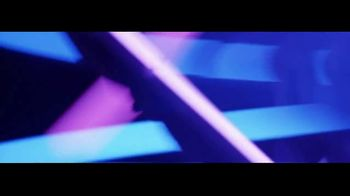 GoDaddy TV Spot, 'No es ni blanco ni negro' con Ayesha Curry, Lyn Slater [Spanish] - Thumbnail 4