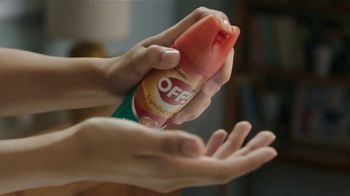 Off! FamilyCare Smooth & Dry TV Spot, 'Pasear al perro' [Spanish] - Thumbnail 4
