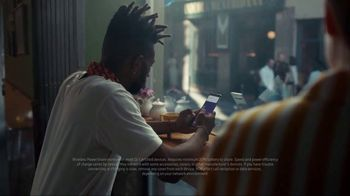 Samsung Galaxy S10 TV Spot, 'Wireless PowerShare: $400 Off' Song by Olly Anna - Thumbnail 2