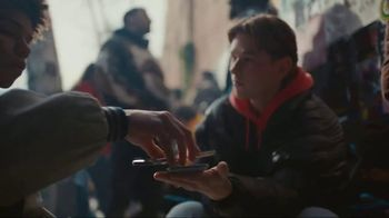 Samsung Galaxy S10 TV Spot, 'Wireless PowerShare: $400 Off' Song by Olly Anna - Thumbnail 5