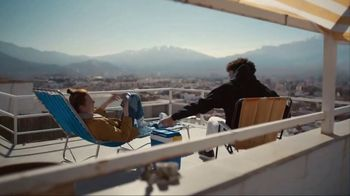 Samsung Galaxy S10 TV Spot, 'Wireless PowerShare: $400 Off' Song by Olly Anna - Thumbnail 6
