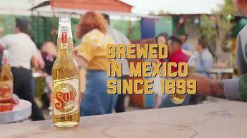 Cerveza Sol TV Spot, 'Shine Your Way'