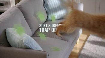 Febreze FABRIC Refresher TV Spot, 'Still Stuffy'