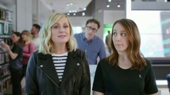 XFINITY Mobile TV Spot, 'Stop and Smell the Savings: $100 Back' Featuring Amy Poehler - Thumbnail 3
