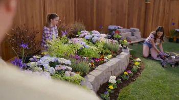 Lowe's TV Spot, 'Doing Summer Right: Miracle-Gro Potting Mix' - Thumbnail 7