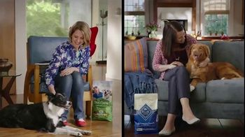 Blue Buffalo Life Protection Formula TV Spot, 'Blue Buffalo vs. Purina Dog Chow: Blue Treats' - Thumbnail 1