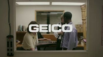 GEICO TV Spot, 'Soothing Sounds at the Office' - Thumbnail 10