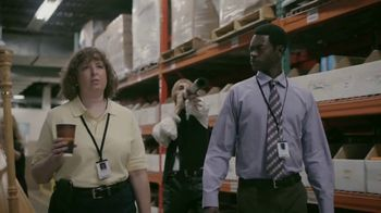 GEICO TV Spot, 'Soothing Sounds at the Office' - Thumbnail 4