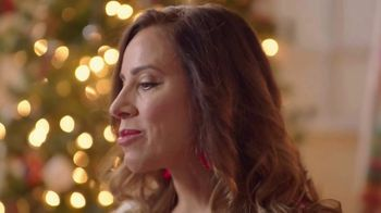 Coca-Cola TV Spot, 'Holidays Are Family' Featuring Yvette Marquez-Sharpnack - Thumbnail 7