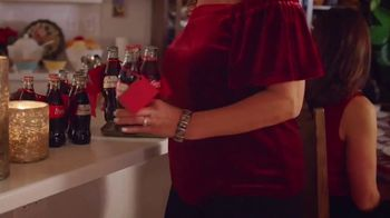 Coca-Cola TV Spot, 'Holidays Are Family' Featuring Yvette Marquez-Sharpnack - Thumbnail 8