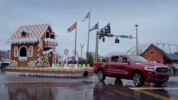 Ram Trucks Big Finish Event TV Spot, '2018 Holidays: Parade' Song by Gwen Stefani [T2]