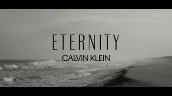Calvin Klein Eternity TV Spot, 'Corazón' con Jake Gyllenhaal [Spanish] - Thumbnail 1