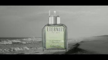 Calvin Klein Eternity TV Spot, 'Corazón' con Jake Gyllenhaal [Spanish] - Thumbnail 2