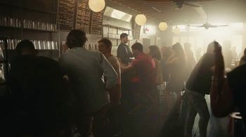 Coors Light TV Spot, 'Hot Bar Waterfall' canción de Pigeon John [Spanish] - Thumbnail 1