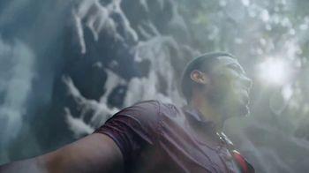 Coors Light TV Spot, 'Hot Bar Waterfall' canción de Pigeon John [Spanish] - Thumbnail 8