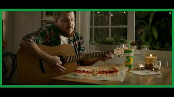 Subway Ultimate Cheesy Garlic Bread TV Spot, 'Quésame mucho' [Spanish]