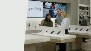 XFINITY Mobile TV Spot, 'What's a Gig of Data?: Save Hundreds' - Thumbnail 7