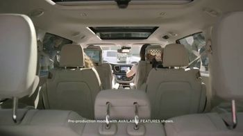 Chrysler Pacifica TV Spot, 'Disney Junior: A Whole New World' [T1] - Thumbnail 3