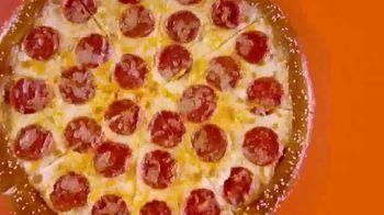 Little Caesars Soft Pretzel Crust Pizza TV Spot, 'Fans' - Thumbnail 3