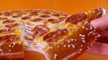 Little Caesars Soft Pretzel Crust Pizza TV Spot, 'Fans' - Thumbnail 8