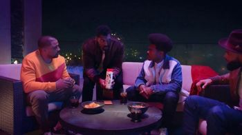 Old Spice Cooling With Mint TV Spot, 'Group Chat' Featuring Deon Cole - Thumbnail 3