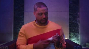 Old Spice Cooling With Mint TV Spot, 'Group Chat' Featuring Deon Cole - Thumbnail 4