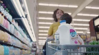 Silk Unsweetened Almond Milk TV Spot, 'Hood Ornament'