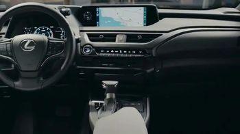 Lexus UX TV Spot  'HGTV: Moment With a Maker: Woodworker' [T1] - Thumbnail 7
