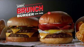 Sonic Drive-In Brunch Burger TV Spot, 'Desayuno almuerzo de campeones' [Spanish]